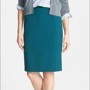 Halogen Seamed Pencil Skirt in Marine Green